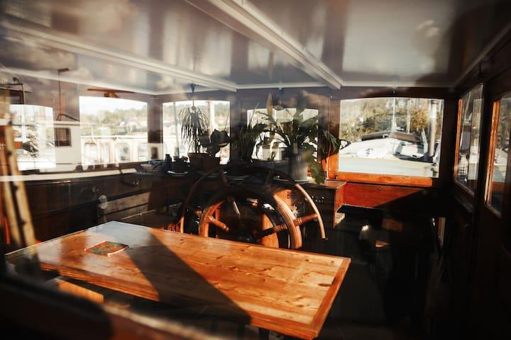 Captain Pippi; Amsterdam's finest Houseboat