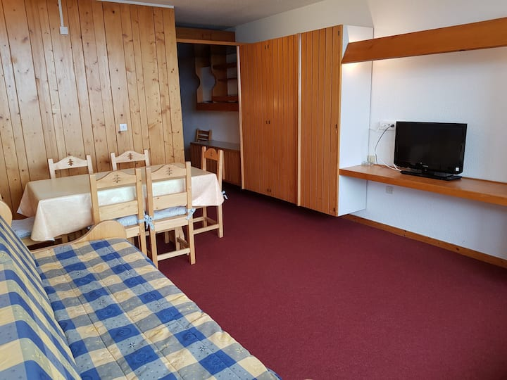 Apartment for 6 people in Arc 1600 close to the slopes and shops.