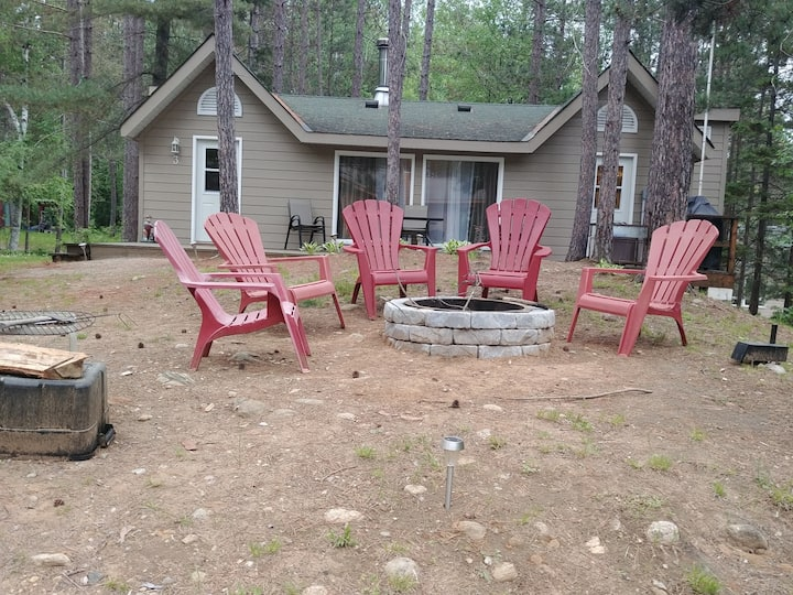 Twin peaks spacious 2 bedroom cottage + sofa bed