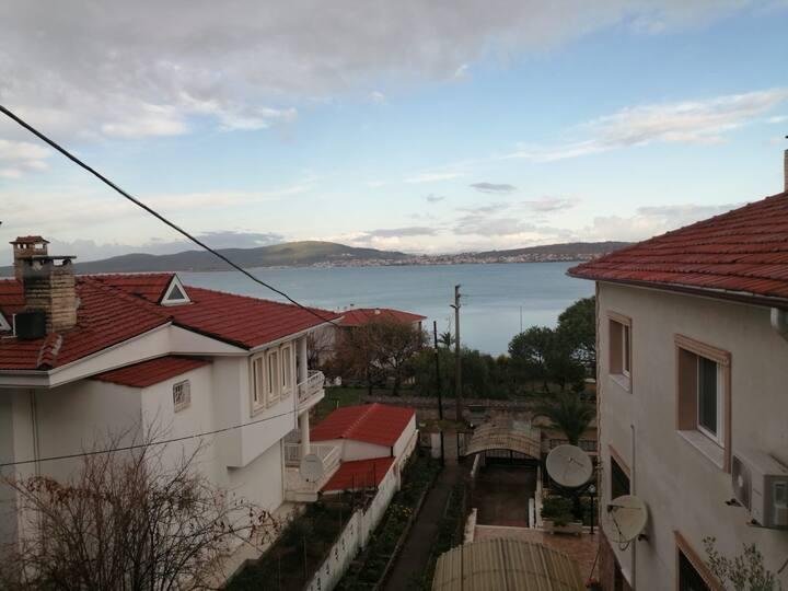 Ayvalık Çamlıkta deniz manzaralı Villa