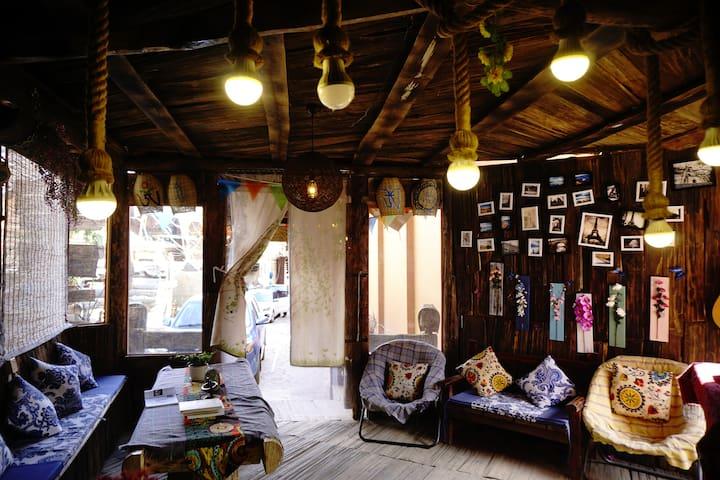 泸沽湖(里格半岛附近)漫步里格客栈-千年树下双床房(喝茶+旅游制定)