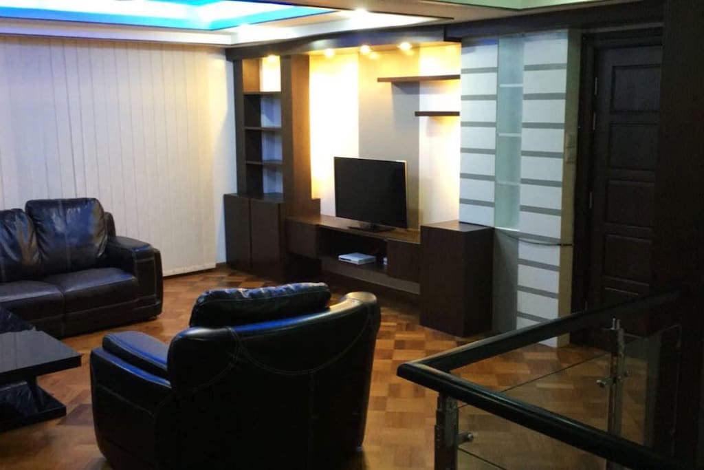 Spacious Living Room - Comfortable Leather Sofa with TV