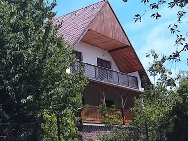 Sunny Zsuzsanna House for 10 person with WIFI
