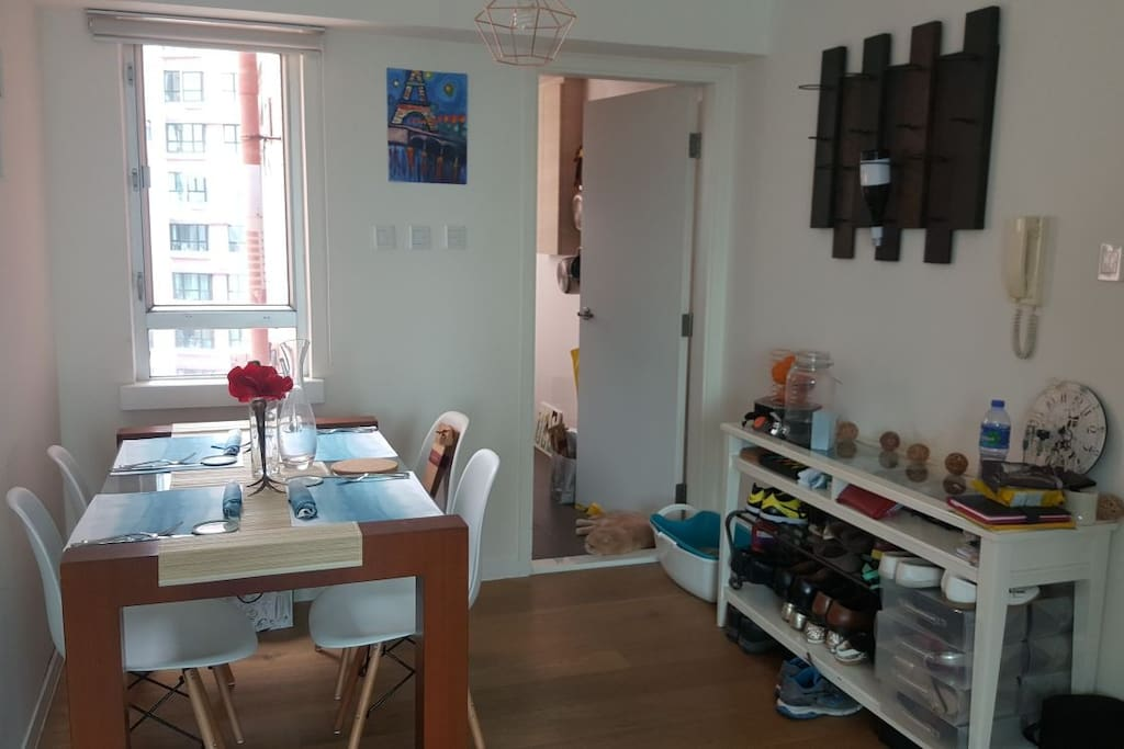 4 person dining area