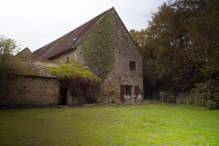 Charming 3br Cottage close to Cluny - Saint-Bonnet-de-Joux - Rumah