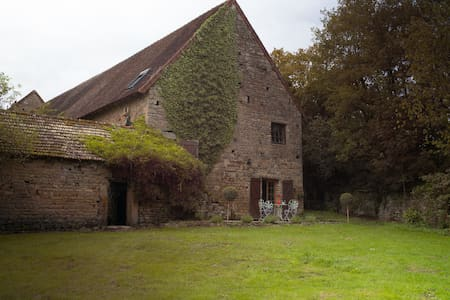 Charming 3br Cottage close to Cluny - Saint-Bonnet-de-Joux - 단독주택