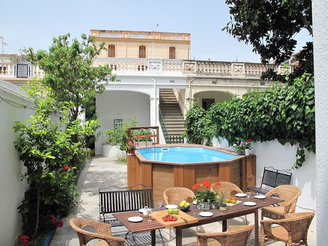 Beautiful house close to the beach and 2 Barcelona - Vilassar de Mar - House