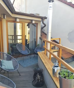 Huge 3-Bed Duplex w Sauna, Jacuzzi, Terrace & AC