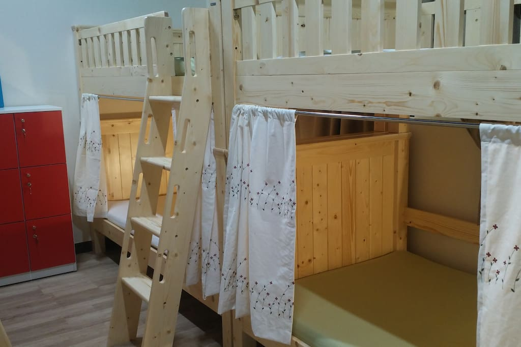 sturdy wood  8 beds room. curtains for privacy Inclined ladder for safety