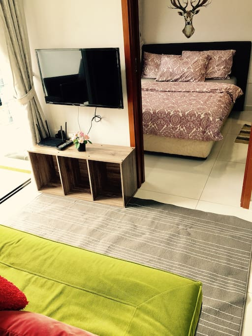 Living room to master bedroom 客厅进主卧