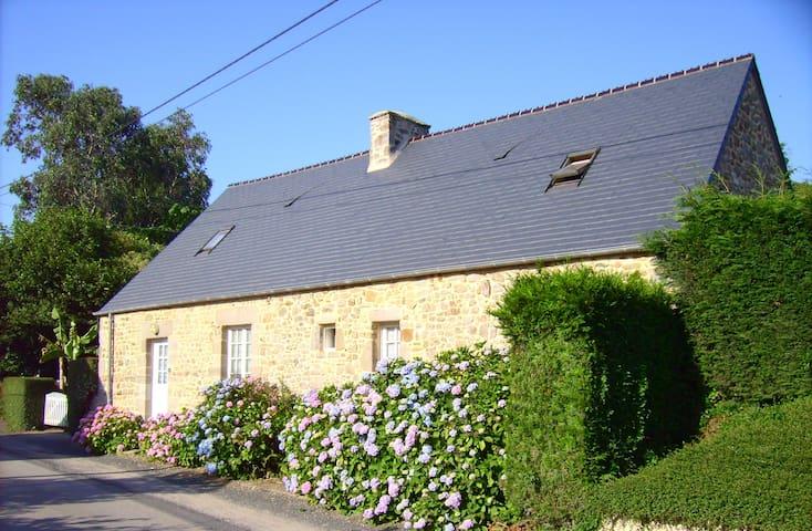 Charmante maison de campagne - La Pernelle - House