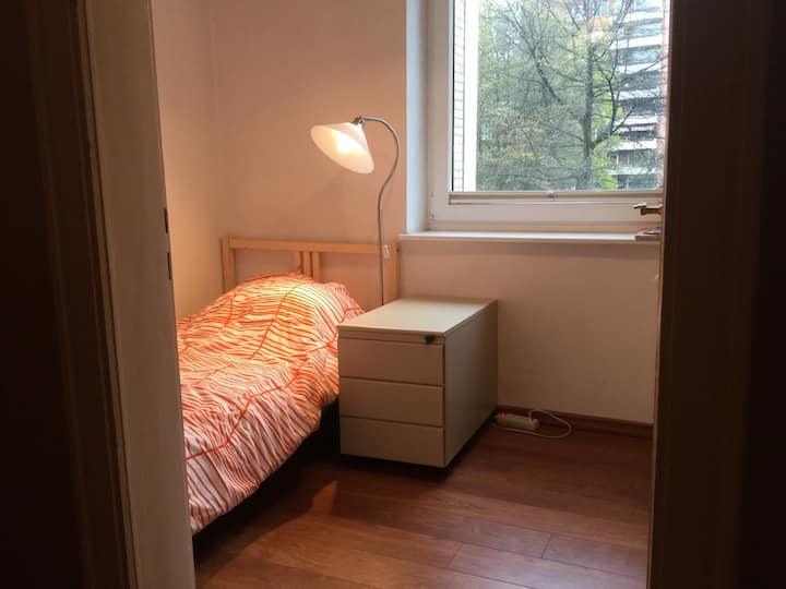 Nice room in Hamburg central !