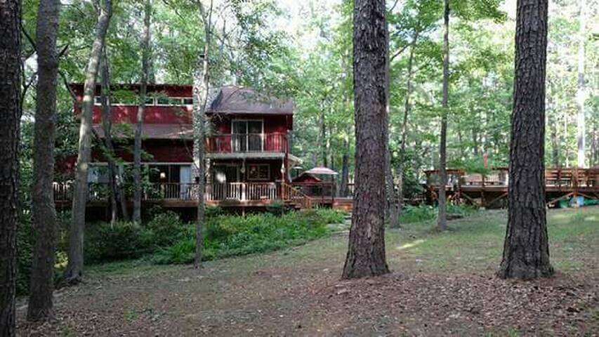 **Ski Lodge Forest Retreat w/ private deck.