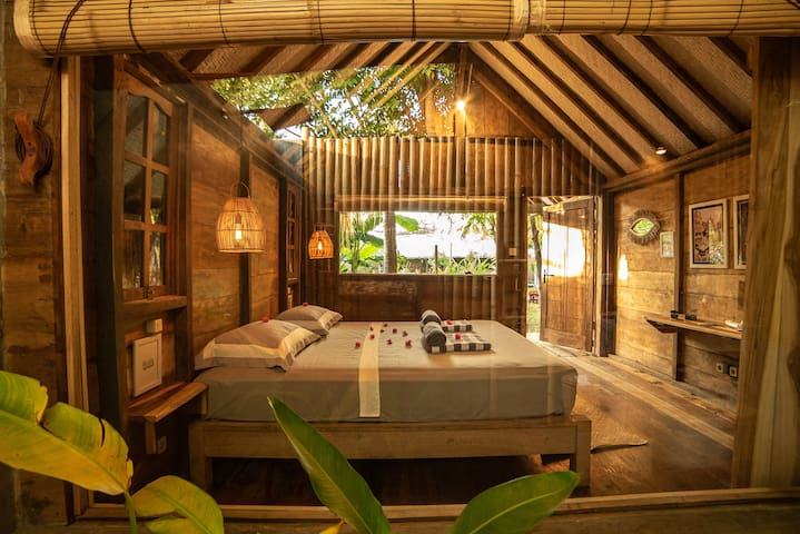Musa - Teak Bungalow Steps from the Beach