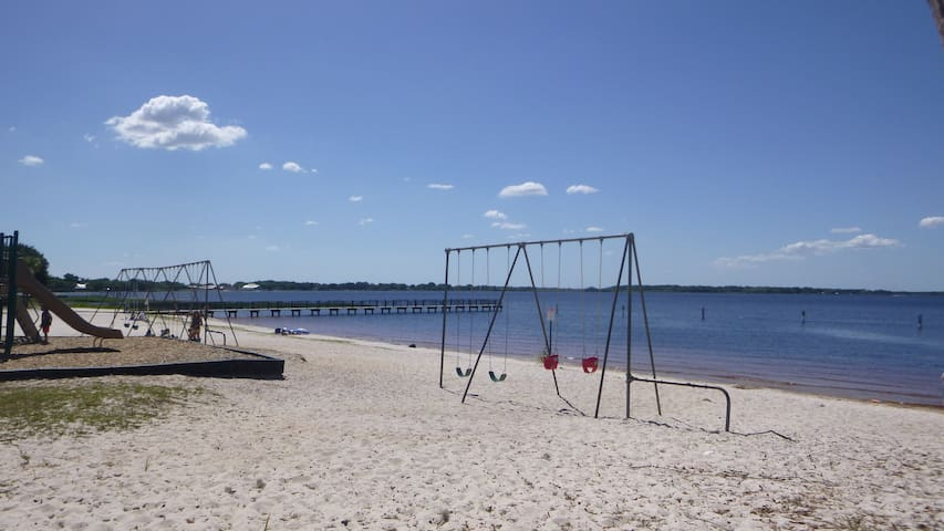 View of Lake Minneola from your backyard - Minneola - House