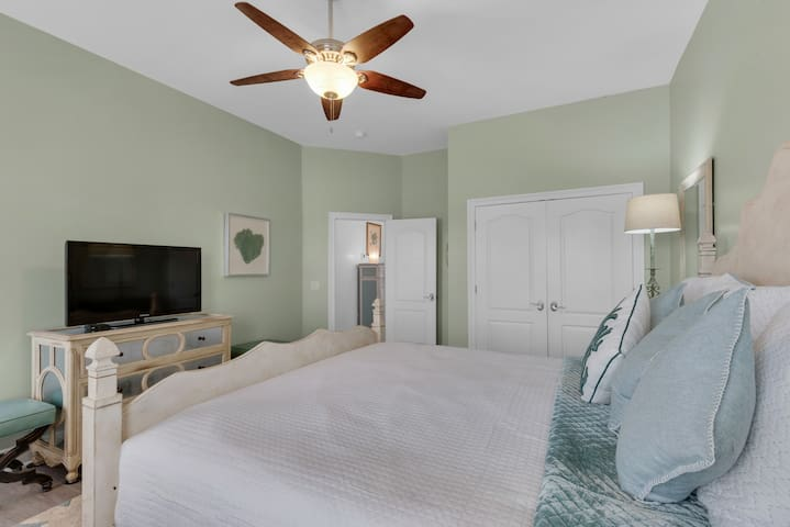 All rooms in Mojo feature spacious layouts; flat screen tvs; and ceiling fans.