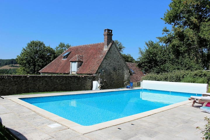 Belle longère-piscine-12 personnes - Boissy-Maugis - Casa