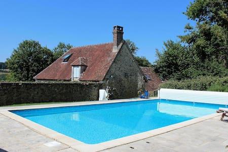 Belle longère-piscine-12 personnes - Boissy-Maugis - Huis