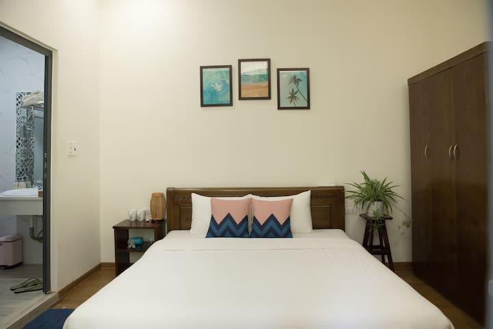 Beautiful Room in Quite house - Near Dragon Bridge