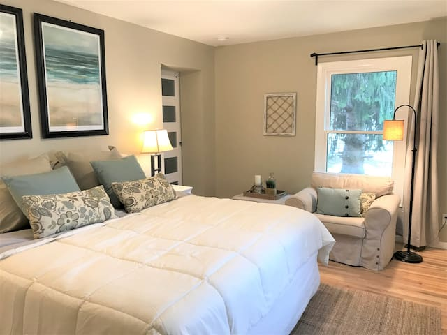 Main level Master Suite with plenty or room to spread out.