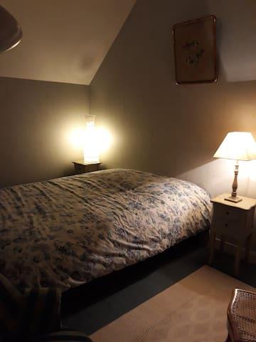Chambre  cosy à la campagne, en lisière du Perche.