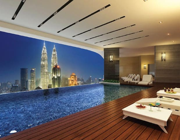 Skyline pool near KLCC , twin tower - Kuala Lumpur - Byt