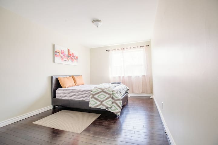 NEW Private & Comfy 2 Bedroom near Downtown