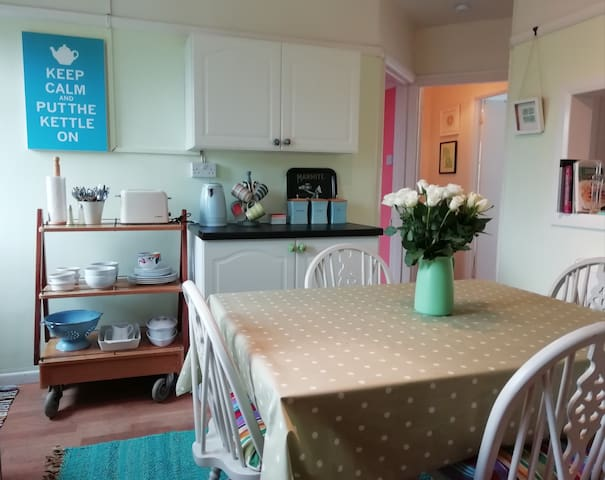 Jubilee Flat, central, bright and cheerful