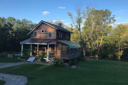 The Little House: Cozy Getaway at The Finger Lakes