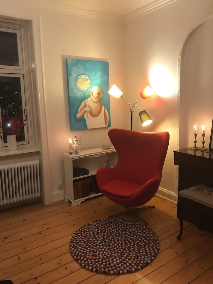 Charmerende og stor lejlighed på Frederiksberg