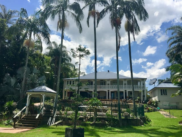 Mansion on the Brisbane River(next to ferry)