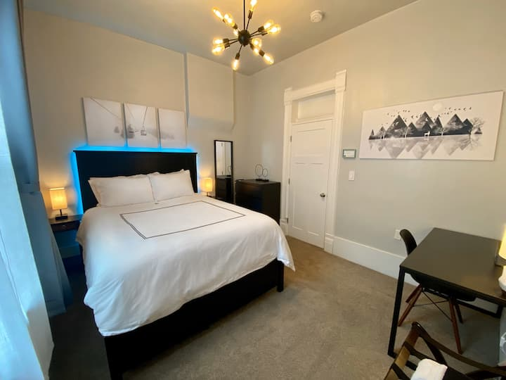 Blue Ribbon - Private Room Downtown!