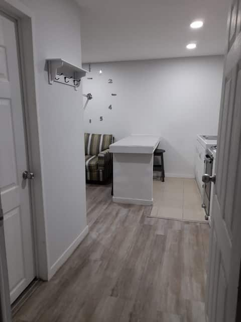 New apartment 10min from the beach and downtown area