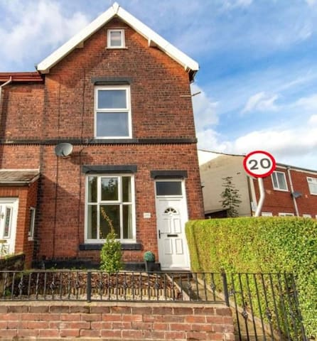 Spacious three bedroom house with room for upto 7