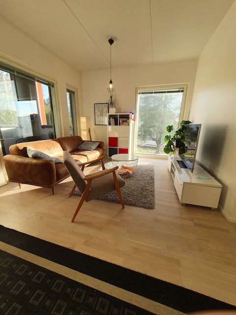 Modern apt. w/ easy access to Helsinki and airport