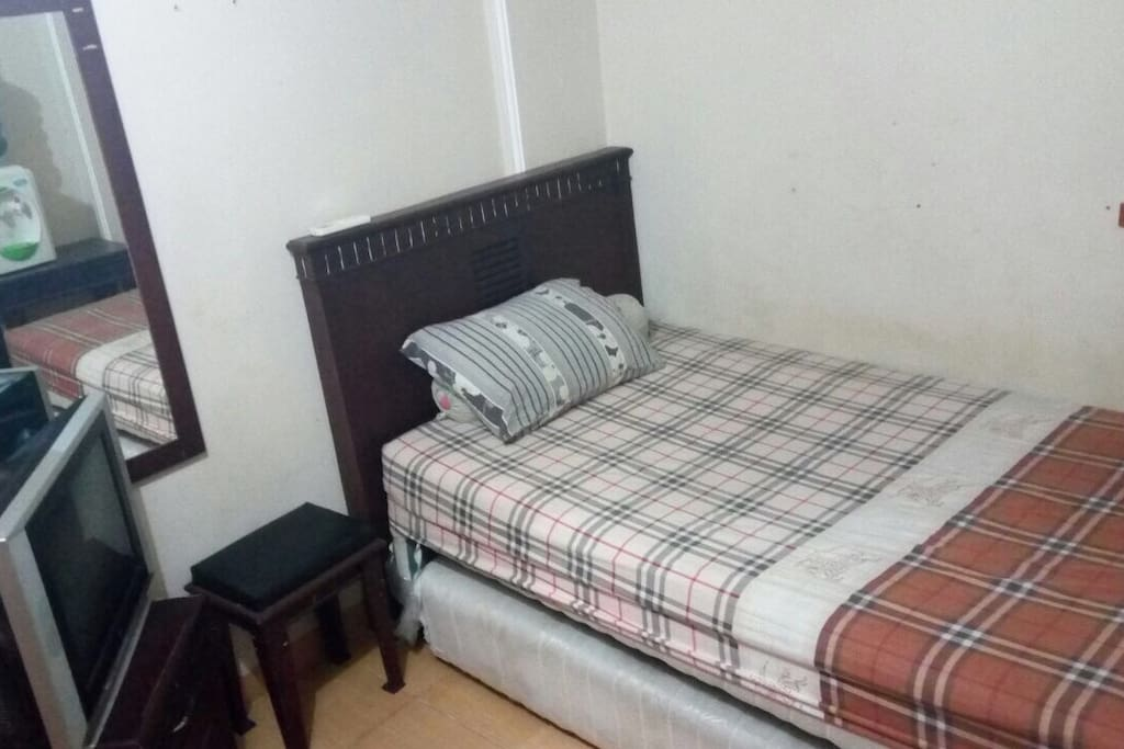Room with single size bed