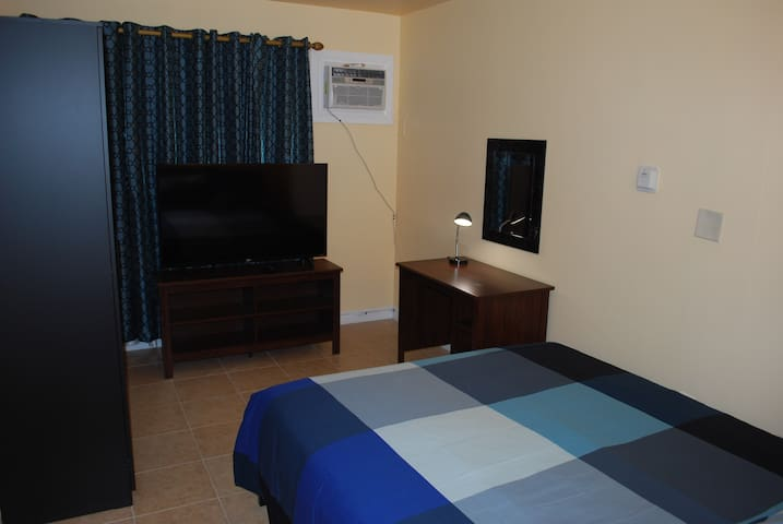 Room 1/ all new/ TV/ near Universal and Hollywood