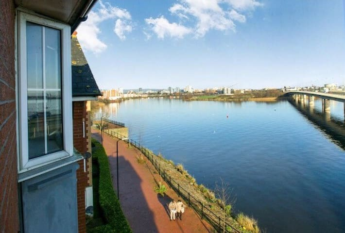 Comfy Cardiff Bay Flat With Water Views & WiFi - Cardiff - Huoneisto