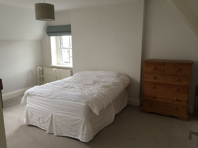Comfortable bedroom(s) and bathroom in Penarth