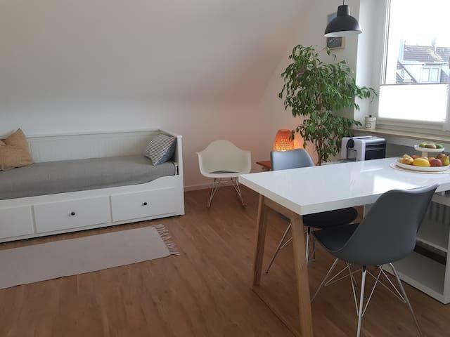 Modernes Apartment in Stuttgarter Halbhöhenlage