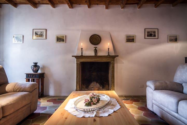 VECCHIO  BORGO - Torno - House
