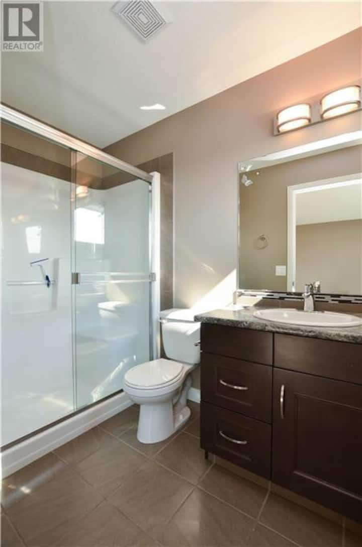 Private suite with Bathroom & kitchenette