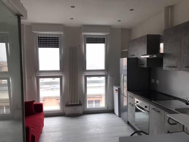 Mono appartament Fronte stazione,con cucina,Bagno