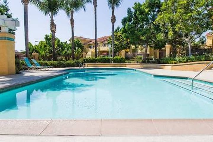 Private Brm & Ba SNA 2mi & UCI 3mi Pool & Jacuzzi