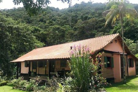 Paraíso com Cachoeira e trilhas a 4 km de lumiar!