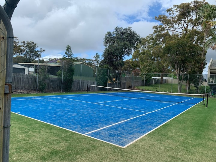 Carindale, 10/19 Dowling St - Ground Floor Unit with WIFI, Foxtel and Linen