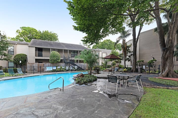 Charming dog-friendly home w/shared pool, hot tub, & enclosed patio!