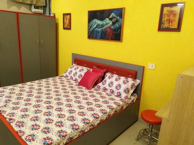 Deluxe Queen Room (Having Washroom in Common Area)