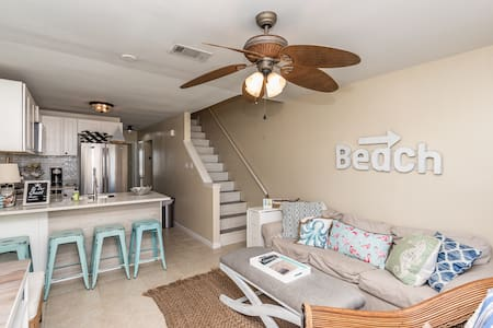 Steps from Beach! Family friendly Bunks Book now!