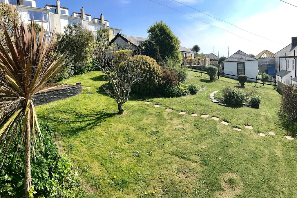 Lovely garden overlooking the harbour of Mevagissey